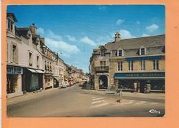 """CPM - LOUDEAC - La Place Avec Vue Sur Le """" Bazar Moderne """" - Loudéac"""