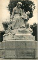 CPA  - AUBIGNY -  MONUMENT DANS LES GRANDS JARDINS (IMPECCABLE) - Aubigny Sur Nere
