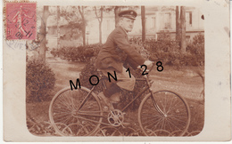 PHOTO CARTE HOMME EN VELO - Cartes Postales