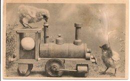 L120B133 - Joyeuses Paques - Poussins Sur Une Locomotive En Bois - - Pâques
