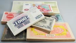 Alle Welt: Dealers Lot Of An Estimated Number Of About 10.000 Banknotes, All Sortet In Plastic Sleev - Banknotes