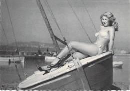 PIN UP Vintage - Original FRANCE 50-60's - CPSM Dentelée GF N° 42 - Coll. BATH GIRLS Sexy Nude Seins Nus Ou Bikini - Pin-Ups