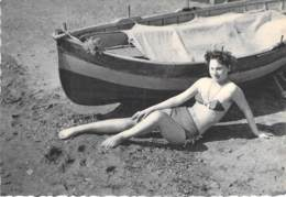 PIN UP Vintage - Original FRANCE 50-60's - CPSM Dentelée GF N° 48 - Coll. BATH GIRLS Sexy Nude Seins Nus Ou Bikini - Pin-Ups