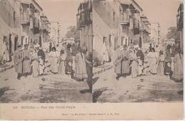 CPA Précurseur Biskra - Rue Des Ouled-Nayls (Ouled-Nails) - Carte Stéréo (jolie Scène Animée) - Biskra