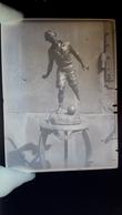 Plaque De Verre Glass Plate Statue Sculpture Football Ballon Trophée ? Footballeur à Situer Identifier - Glass Slides