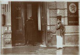 MUNICH GERMANY DEVANT UN CAFE  CARNIVAL CARNAVAL KARNEVAL  18 *13 CM Fonds Victor FORBIN 1864-1947 - Fotos