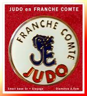 SUPER PIN'S JUDO : FEDERATION De JUDO De FRANCHE-COMTE, émail Base Or + Glaçage, Diamètre 2,5cm - Judo