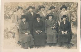 Photo-carte Groupe De Femmes Avec Chapeaux Veste Et Sac à Mains Women - Persone Anonimi