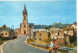 Oudon Animée Belle Vue De L'Eglise La Place St-Martin - Oudon