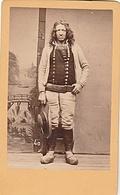 PHOTO CDV 19 EME BRETAGNE PAYSAN BRETON COSTUME TRADITIONEL  CABINET CARLIERY ( FERDINAND CARLIER ) - Ancianas (antes De 1900)