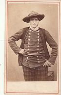 PHOTO CDV 19 EME BRETAGNE TREGUNC MORBIHAN HOMME BRETON COSTUME TRADITIONEL  CABINET CARLIERY ( FERDINAND CARLIER ) - Ancianas (antes De 1900)