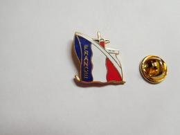 Beau Pin's En EGF , Marine Bateau , Paquebot France , Norway , Signé Logo Motiv - Barcos