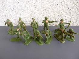 Lot De 11 Soldats Au Combat Sans Marque ( Pas Starlux )  - Envoi Lettre - Figurines