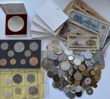 Alle Welt: Kleine Sammlung Diverser Münzen Aus Aller Welt, Dabei Ein Paar Silbermünzen Wie 20 Balboa - Coins