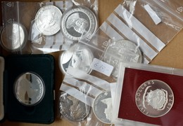 Alle Welt: Lot 9 Silbermünzen; Canada: 10 Dollars 1973, 20 Dollars 1986, 1987/Gibraltar: 25 New Penc - Coins