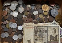 Alle Welt: Lot Diverser Münzen, Medaillen Und Ein Paar Weniger Scheine. Auch Silbermünzen Dabei. - Coins