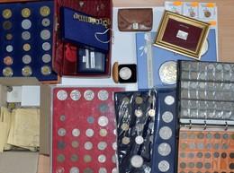 Alle Welt: Ein Karton Mit Münzen Aus Aller Welt, In Kassete, Album Und Lose, Auch Etwas Deutschland, - Coins