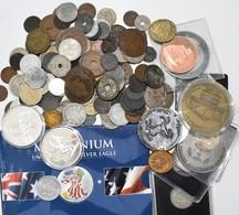 Alle Welt: Eine Schachtel überwiegend Mit älteren Münzen, Dabei Auch Ein Paar Medaillen. - Coins
