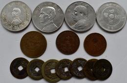 """China: Lot 14 Nicht Näher Bestimmten Münzen, Dabei: 4 X Silberdollar; 3 X """"neuere"""" Cash-Münzen; 7 X - China"""
