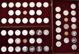 Medaillen Deutschland - Personen: 40 Jahre Bundesrepublik Deutschland: Eine 3lagige Holzkasette Mit - Germany