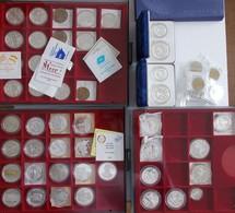 Medaillen - ECU: Sammlung Verschiedene ECU/EURO Münzen/Medaillen, Ca. 100 Stück, Aufbewahrt In 7 Lin - Altri