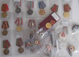 Orden & Ehrenzeichen: UdSSR: Ein Karton Mit 36 Orden, Abzeichen Und Plaketten Aus Der Ehemaligen Sow - Coins