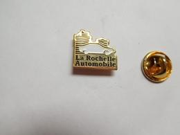 Beau Pin's , Auto , La Rochelle Automobile , Charente Maritime - Pin's
