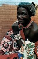 CPM - SWAZILAND - Femme Qui Pose - Swasiland