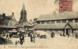 HONFLEUR  L' Eglise Sainte Catherine Et Le Marché RV - Honfleur