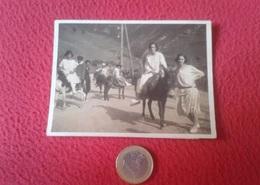 SPAIN ESPAGNE ANTIGUA FOTOGRAFIA FOTO PHOTO GRUPO DE PERSONAS MONTADAS EN BURRO BURROS ASNOS BURRITOS DONKEYS ÂNE MULE.. - Personas Anónimos