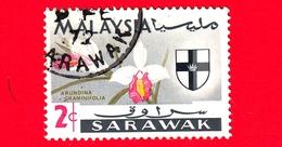 MALESIA - MALAYSIA - Usato - SARAVAK - 1965 - Fiori - Orchidee - Arundina Graminifolia - Stemmi Araldici - 2 - Malesia (1964-...)