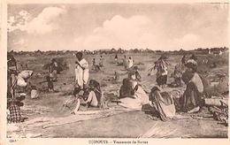 DJIBOUTI    Tresseuses De Nattes (un Peu Endommagée à Gauche) - Djibouti