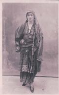 Grèce, Thessalie Volos, Jeune Fille En Costume (7703) - Grecia