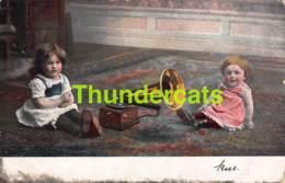 CPA ENFANT GRAMMOPHONE GRAMOPHONE  CHILD CHILDREN PHONOPRAPH PHONOGRAPHE - Portretten