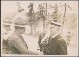 1933 Horthy Miklós Kormányzó Cserkész Vezetőkkel, Fotó, Felületén Törésnyommal, Szakadással, 17,5×24 Cm - Scouting