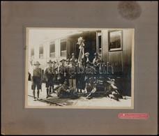 Cca 1930-1940 Cserkészek Csoportja Egy Vasútállomáson, Kartonra Kasírozott Fotó Schäffer Ármin Műterméből, 17×23 Cm - Scouting