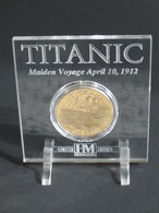 Très Belle Médaille TITANIC Avec Son Support -Ship Of Dreams  **** EN ACHAT IMMEDIAT **** - Professionnels/De Société