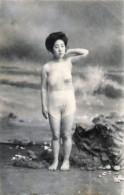 Japon - Une Geisha Au Bain - Japan