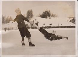 SWISS  ST MORITS SWITZERLAND FANCY SKATING MR PHIL TAYLOR MISS FREDA WHITAKER   20 *15 CM Fonds Victor FORBIN 1864-1947 - Deportes
