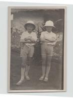PHOTO D ENFANTS EN TENUE COLONIALE BANGUI 1931    15 X 9 CM - Personas Anónimos