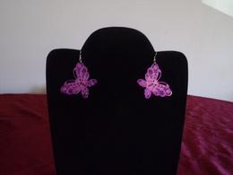 Paire De Boucles D'oreilles En Métal Violet Forme Papillon - Earrings