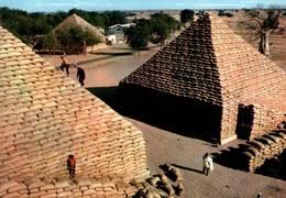 CPM - NIGERIA - KANO - Groundnut Pyramids - Nigeria