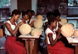 CPM - NIGERIA - Salle à L'école D'art Pour Filles - Nigeria
