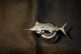 """Pin's-"""" Pesce Spada"""" La Foto Non Rende La Vera Bellezza Dello Stemma Distintivo-Integro E Completo- - Badges"""