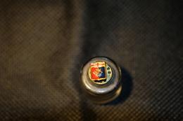 """Pin's-"""" Genoa Foutball Club"""" La Foto Non Rende La Vera Bellezza Dello Stemma Distintivo-Integro E Completo- - Pin's"""