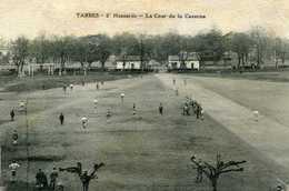 TARBES  = 2° Hussards  La Cour De La Caserne  726 - Tarbes