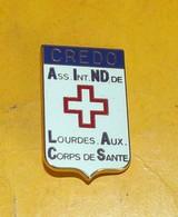 CREDO ,LOURDES AUX CORPS DE SANTE , FABRICANT MORET PARIS , ETAT VOIR PHOTO  . POUR TOUT RENSEIGNEMENT ME CONTACTER. REG - Insignes & Rubans