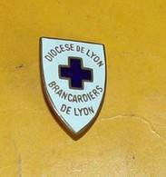 DIOCESE DE LYON,BRANCARDIERS DE LYON, ETAT VOIR PHOTO  . POUR TOUT RENSEIGNEMENT ME CONTACTER. REGARDEZ MES AUTRES VENTE - Insignes & Rubans
