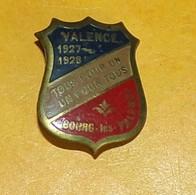 VALENCE 1927-1928 TOUS POUR UN ,UN POUR TOUS , BOURG LES VALENCE, ETAT VOIR PHOTO  . POUR TOUT RENSEIGNEMENT ME CONTACTE - Insignes & Rubans