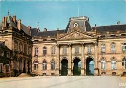 54 - Lunéville - Le Château - La Cour D'honneur Et Le Corps Central - Voir Scans Recto-Verso - Luneville
